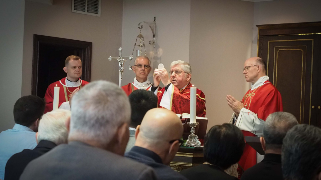 Cardinal Collins celebrates Mass at Ernescliff